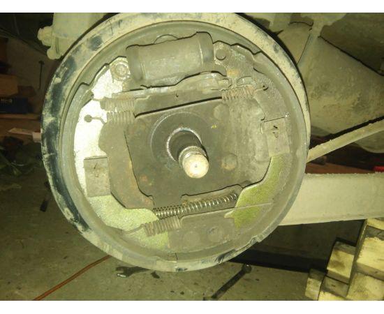 Щит заднего тормоза левый в сборе FLyer 3502010